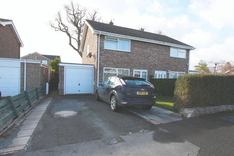 3 Bedrooms Semi Detached House for sale in Llys Dyffryn, Denbigh