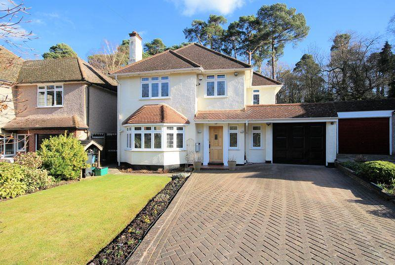 4 Bedrooms Detached House for sale in Pinewood Close, Shirley