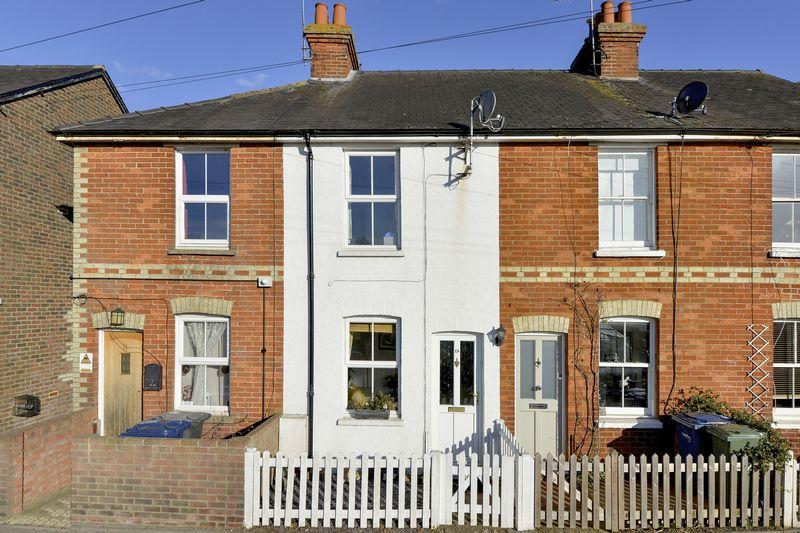 2 Bedrooms Terraced House for sale in Catteshall Road, Godalming