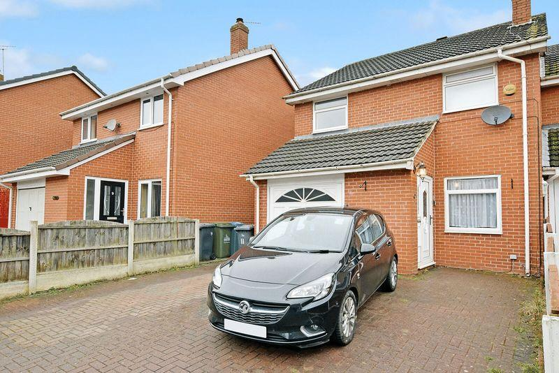3 Bedrooms Semi Detached House for sale in Fountains Close, Runcorn