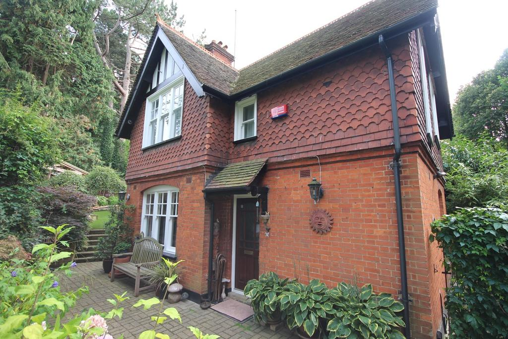 3 Bedrooms Detached House for sale in London Road, Luton, LU1