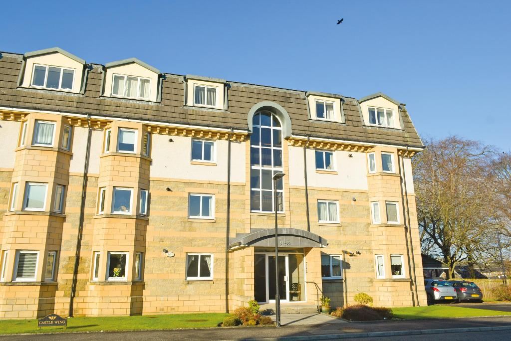 3 Bedrooms Ground Flat for sale in Beechwood Gardens, Stirling, Stirling, FK8 2AX