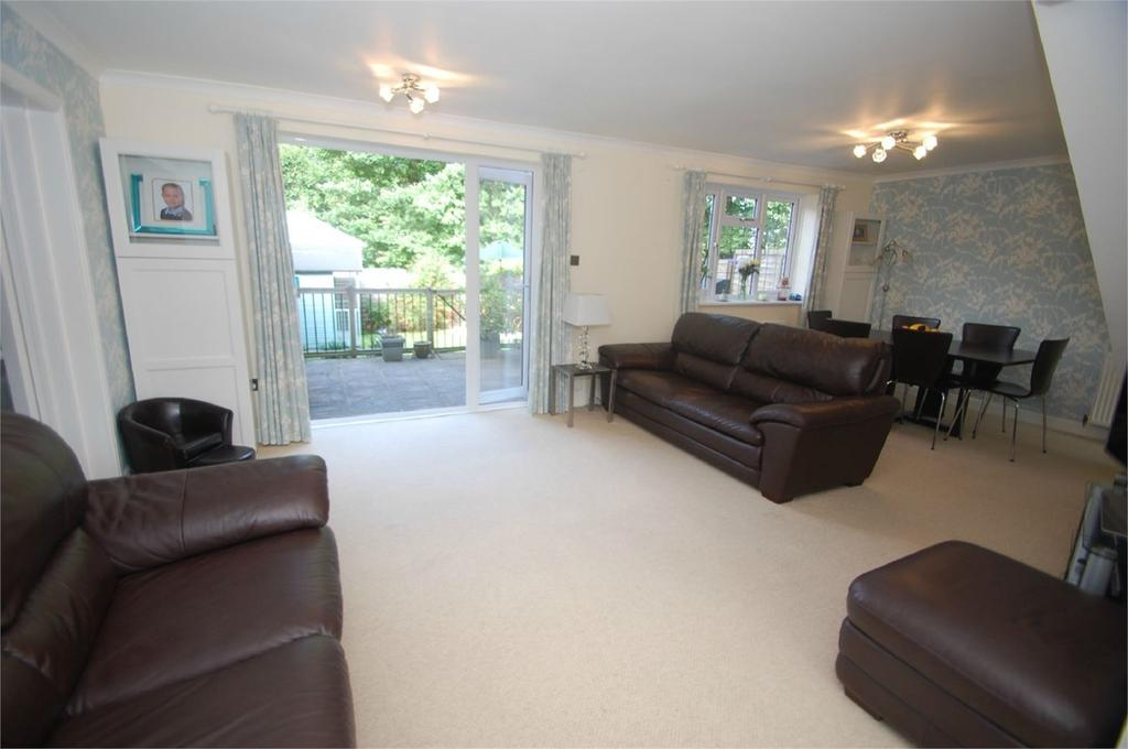 3 Bedrooms Semi Detached House for sale in Olivine Close, Walderslade Woods, ME5