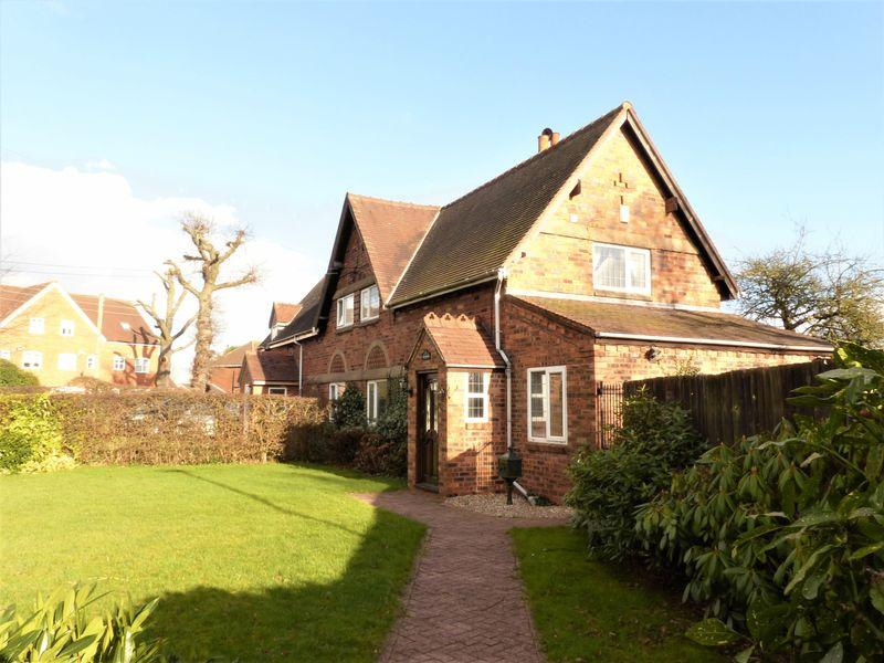3 Bedrooms Semi Detached House for sale in Cottage Lane, Sutton Coldfield