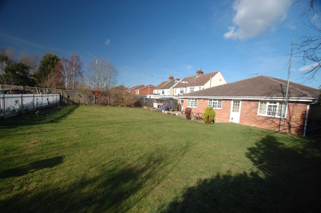 4 Bedrooms Bungalow for sale in William Street, Rainham, Gillingham, ME8
