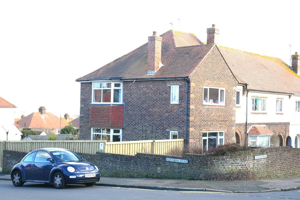 3 Bedrooms End Of Terrace House for sale in Longland Road, Old Town, Eastbourne, BN20