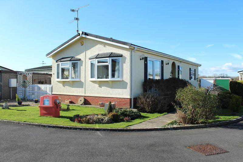 2 Bedrooms Park Home Mobile Home for sale in Home Farm Park, Ilminster