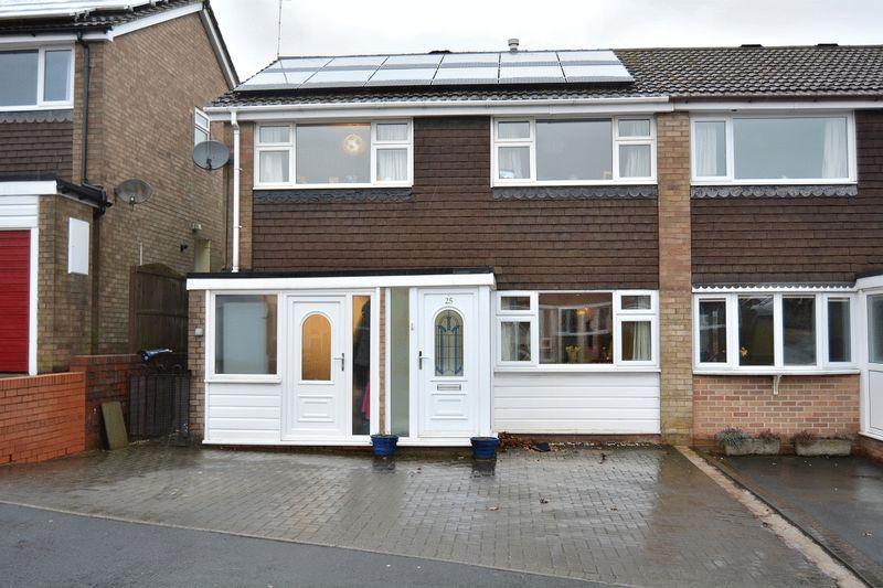 3 Bedrooms Semi Detached House for sale in Rochford Close, Leek