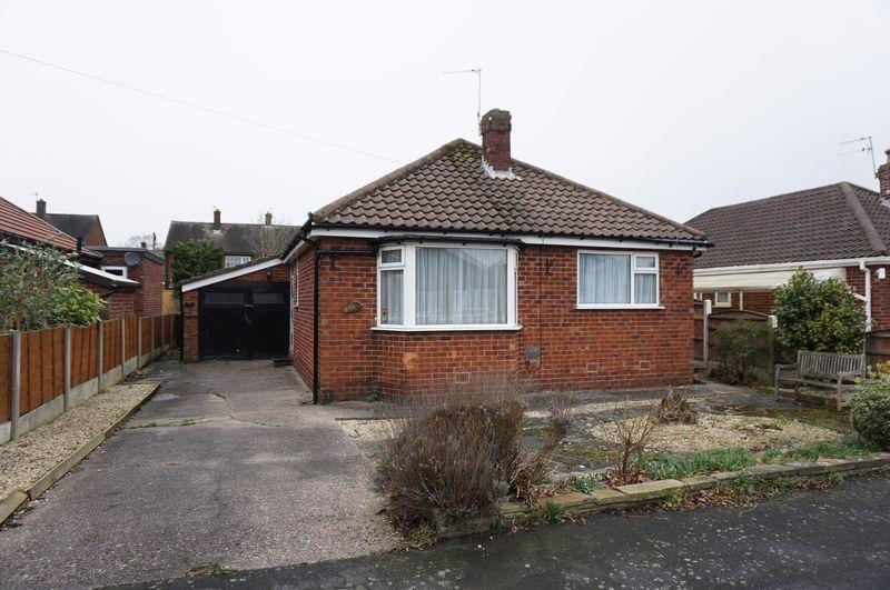 2 Bedrooms Detached Bungalow for sale in Greenhythe Road, Heald Green
