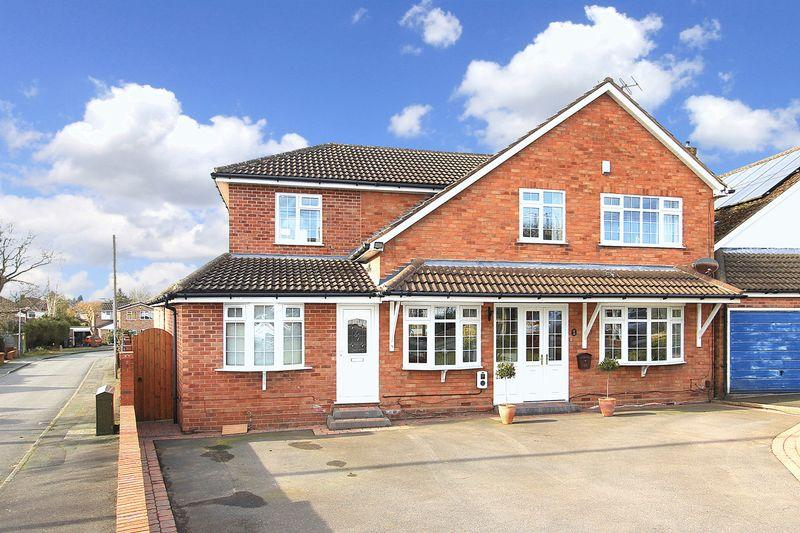 5 Bedrooms Detached House for sale in FINCHFIELD, Farm Road