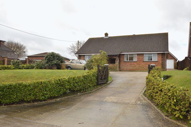 3 Bedrooms Detached Bungalow for sale in BINSTEAD