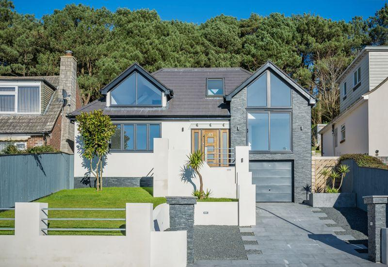 5 Bedrooms Detached House for sale in Hillside Drive, St Catherines Hill, Christchurch