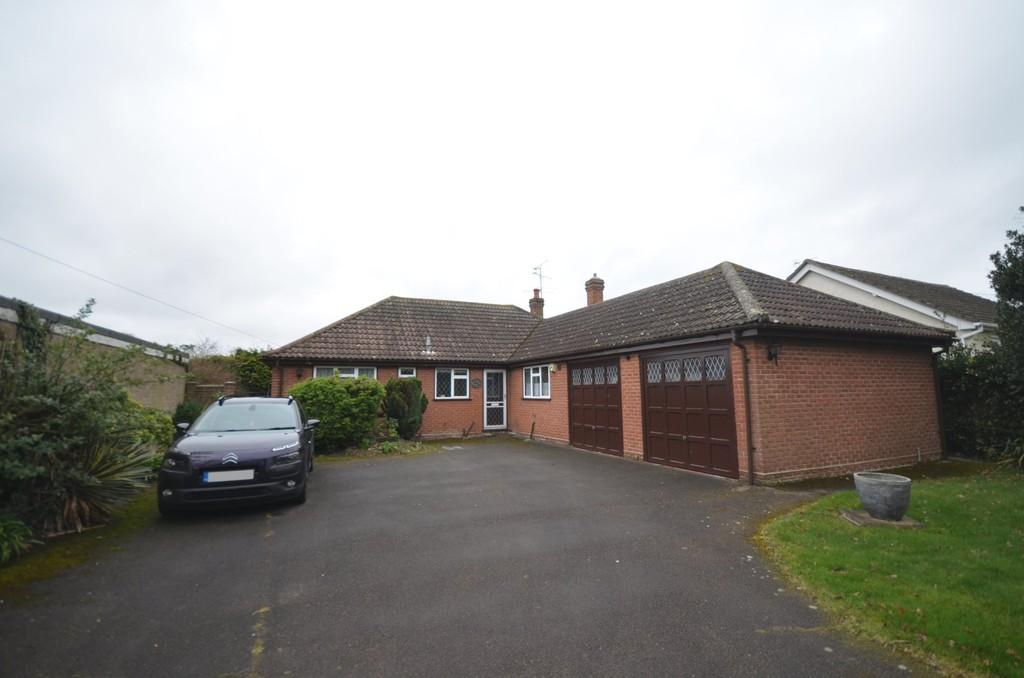 3 Bedrooms Detached Bungalow for sale in The Cut, Tiptree, CO5 0TR