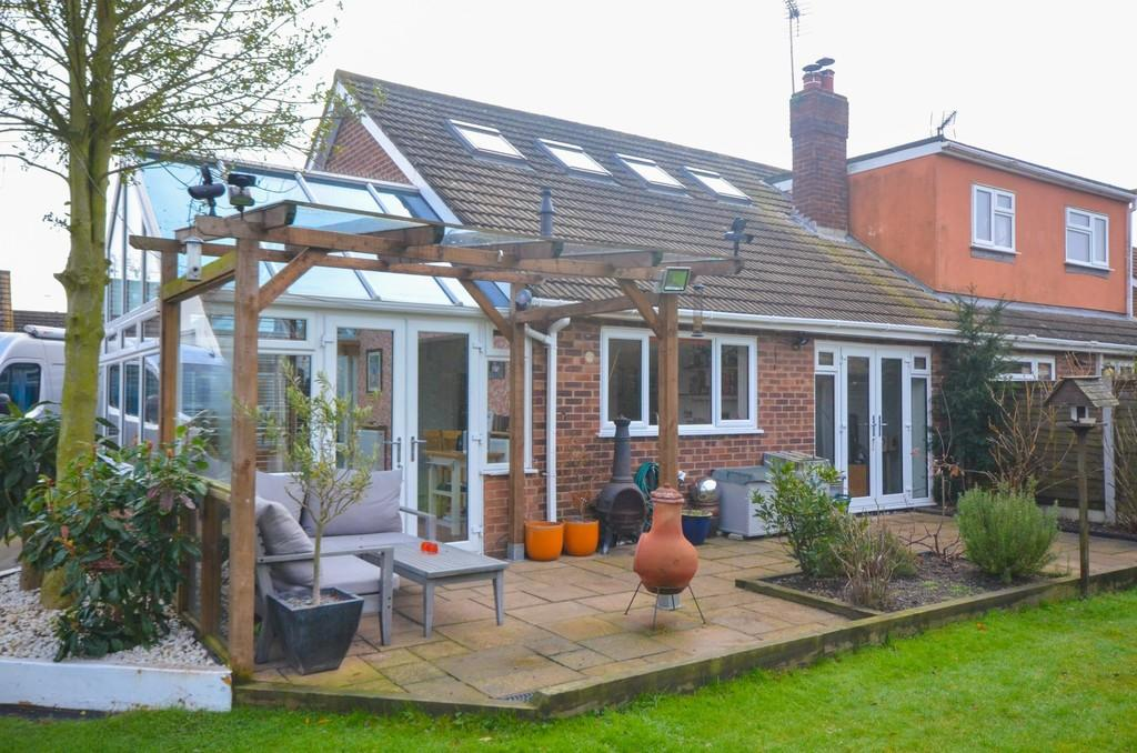 2 Bedrooms Semi Detached Bungalow for sale in Morley Road, Colchester, CO5 0AA