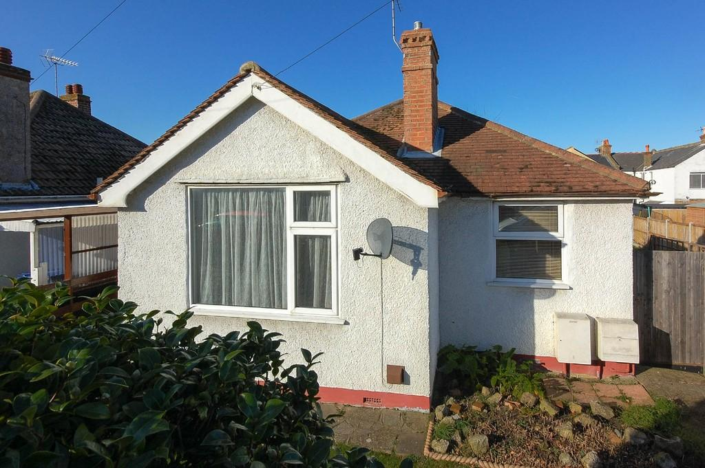 2 Bedrooms Detached Bungalow for sale in Oakdale Road, Herne Bay