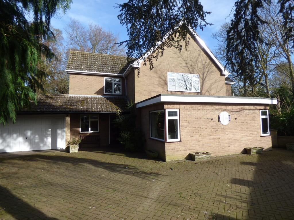 4 Bedrooms Detached House for sale in Harrox Road, Moulton