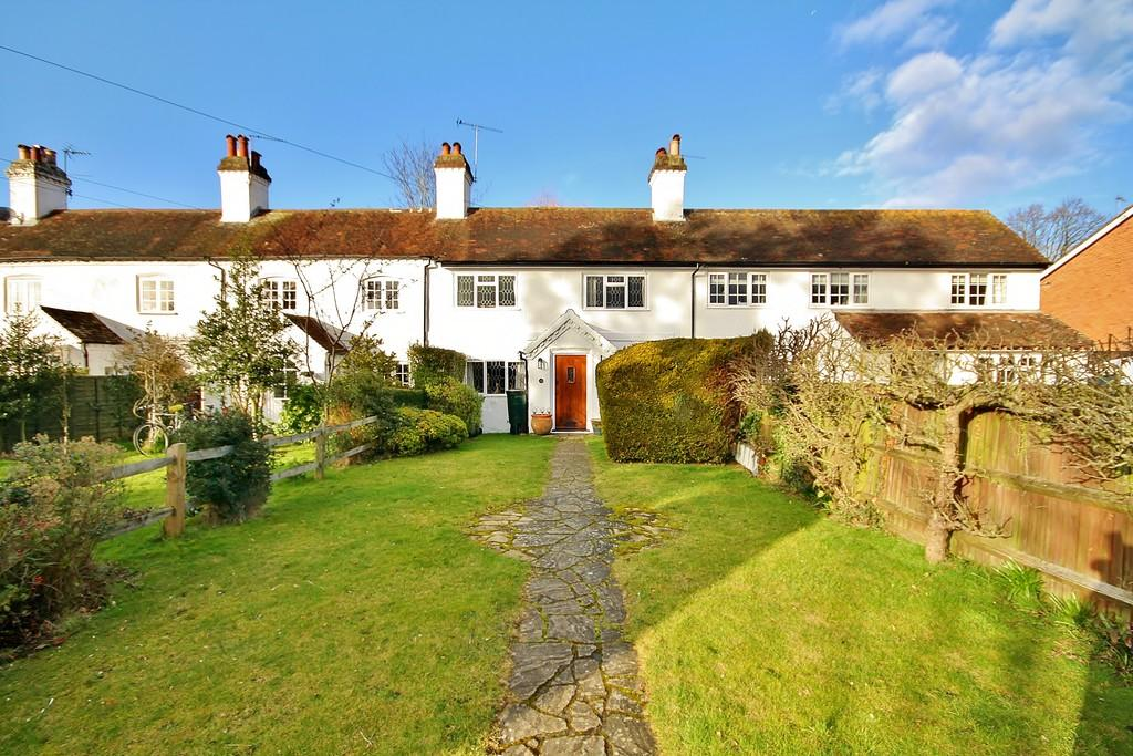 3 Bedrooms Cottage House for sale in Knaphill, Woking