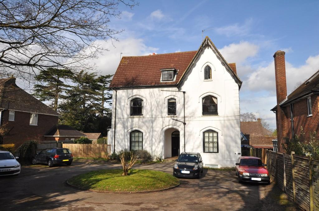 2 Bedrooms Apartment Flat for sale in Epsom Road, Guildford