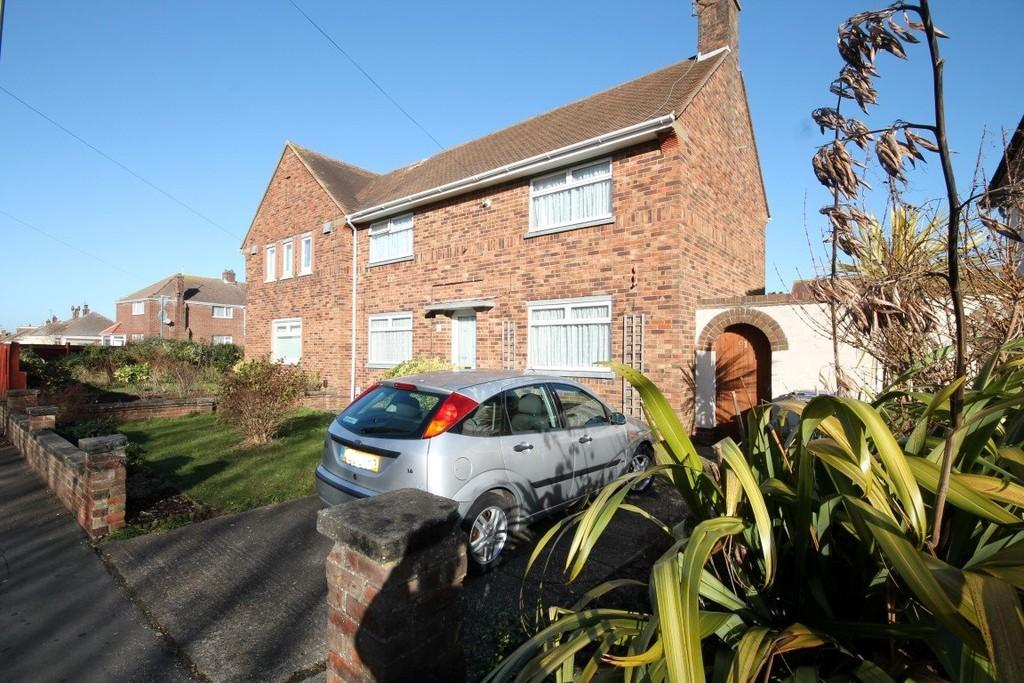 3 Bedrooms Semi Detached House for sale in Middle Road, Shoreham-by-Sea BN43 6LL