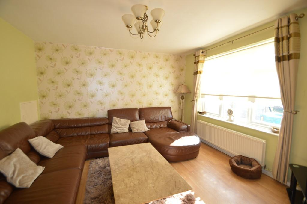 3 Bedrooms Terraced House for sale in Trefgarne Road, Dagenham
