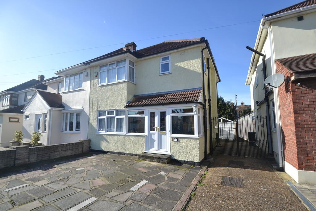 3 Bedrooms Semi Detached House for sale in South End Road, Hornchurch