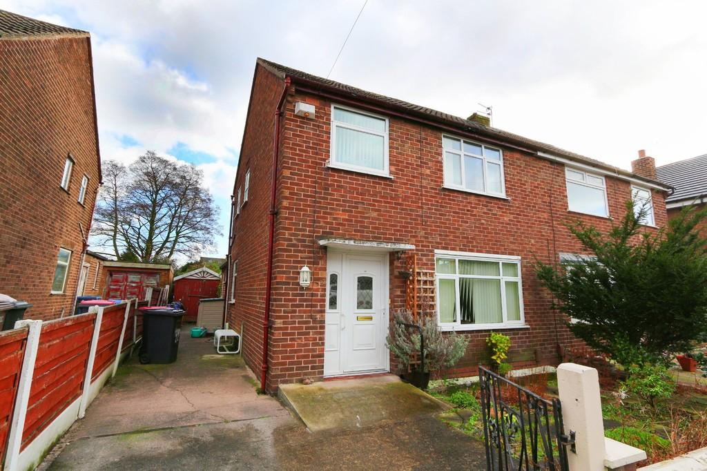 3 Bedrooms Detached House for sale in 22 Queensway, Irlam, Manchester