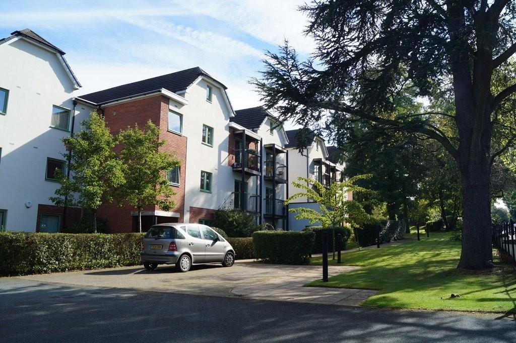 2 Bedrooms Flat for sale in Magnolia Court, Penn