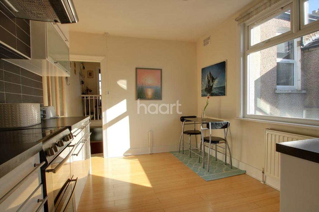 1 Bedroom Flat for sale in Credon Road, Upton Park