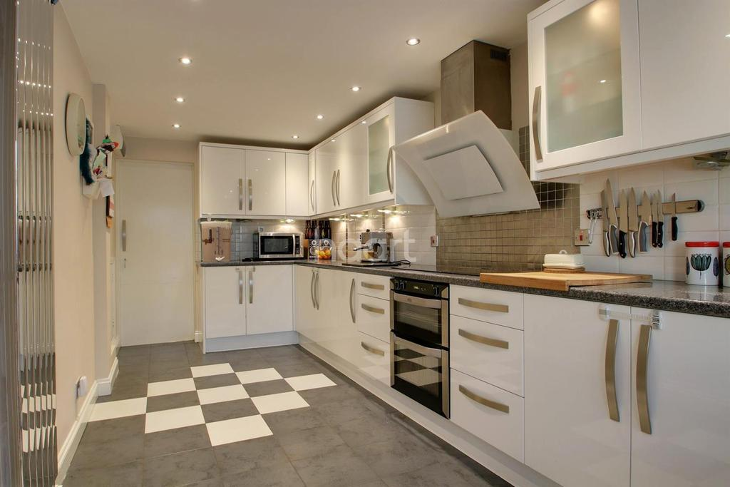 3 Bedrooms Terraced House for sale in Parkside, Bartley Green