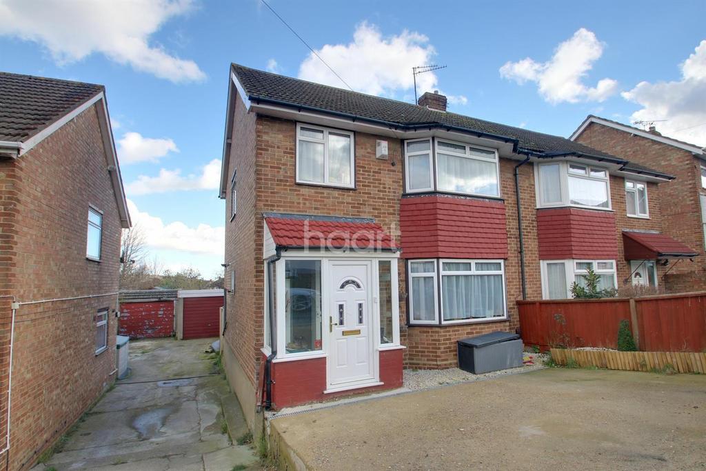 3 Bedrooms Semi Detached House for sale in Benenden Road, Wainscott, ME2