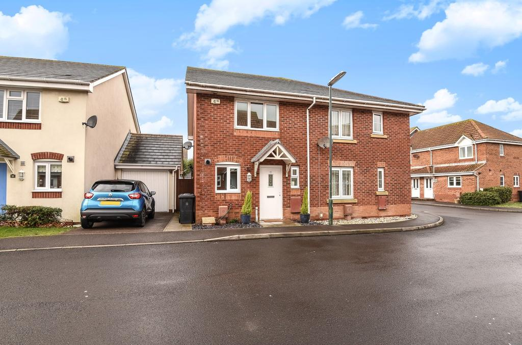 2 Bedrooms Semi Detached House for sale in Robinson Way, Bracklesham Bay, PO20