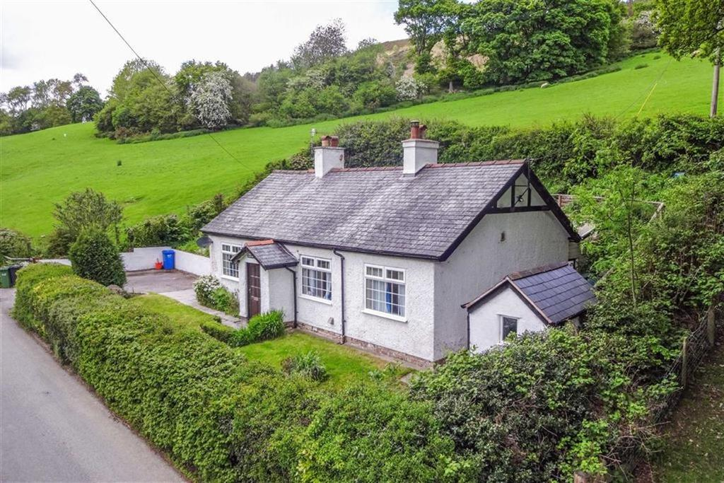 2 Bedrooms Detached Bungalow for sale in Cyffylliog, Ruthin