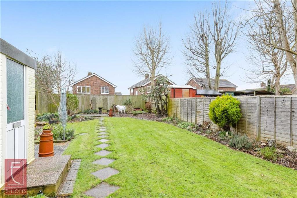 3 Bedrooms Semi Detached House for sale in Fircroft Avenue, Lancing, West Sussex