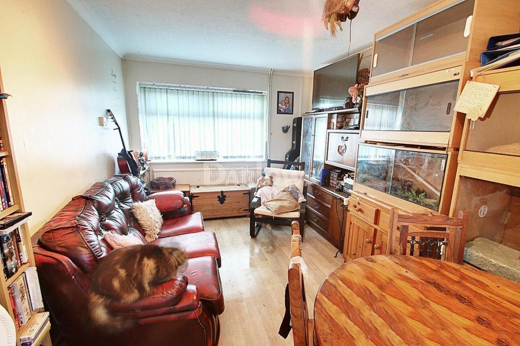 3 Bedrooms Semi Detached House for sale in Twyngarreg, Treharris