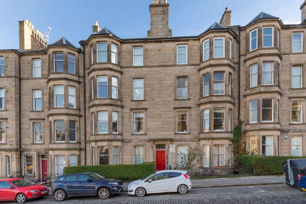 2 Bedrooms Flat for sale in 39/3 Comely Bank Avenue, Edinburgh, EH4 1ES