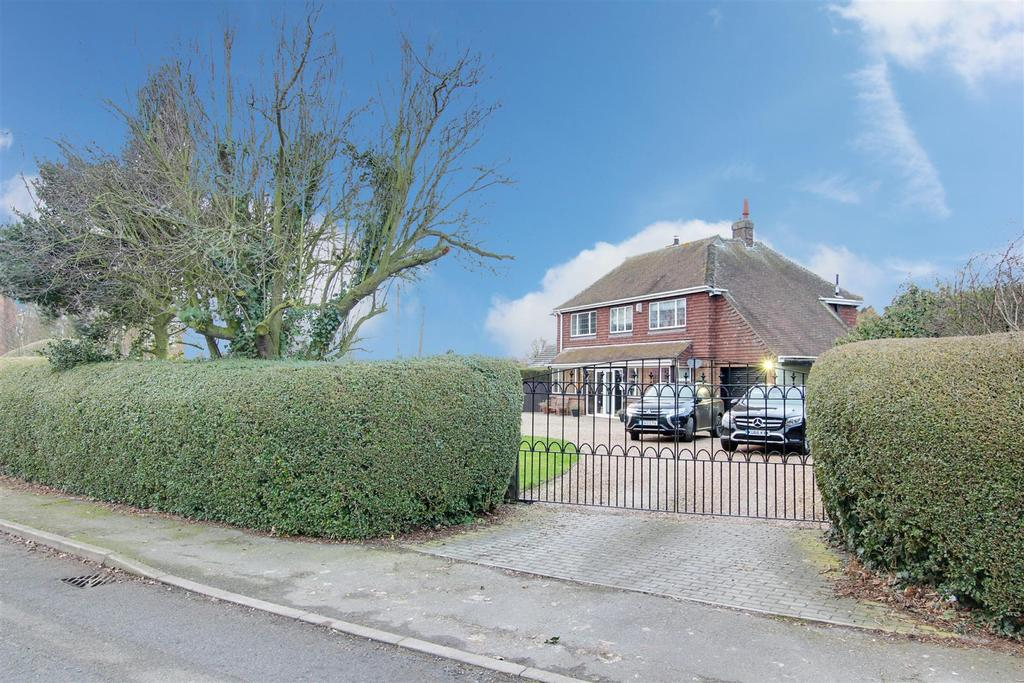 4 Bedrooms Detached House for sale in Church Road, Mablethorpe