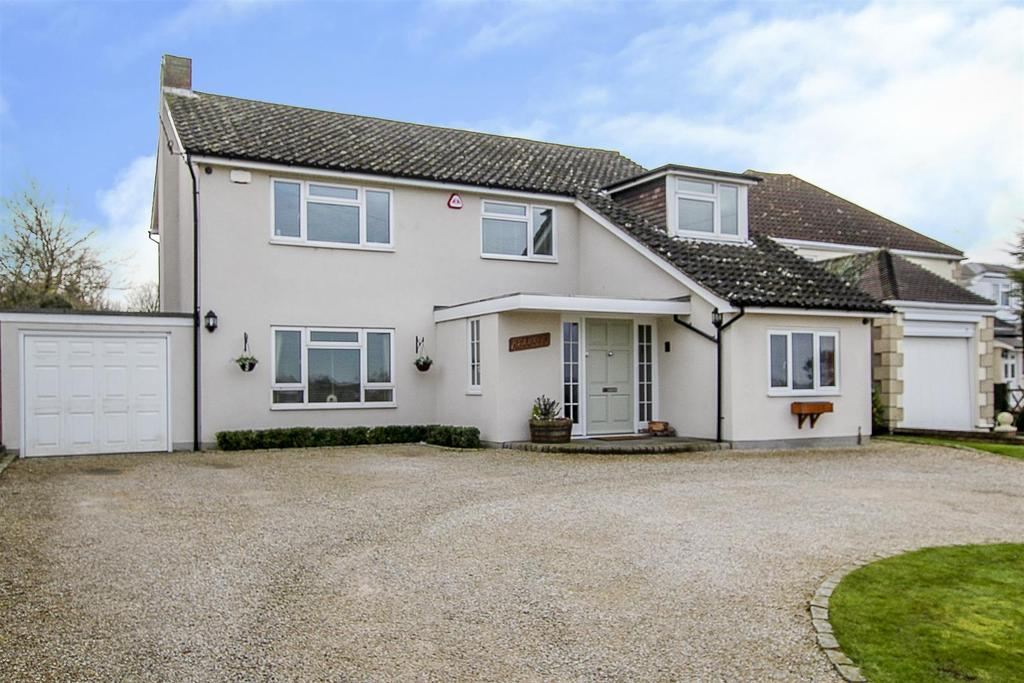 4 Bedrooms Detached House for sale in Hook End, Blackmore Road, Brentwood
