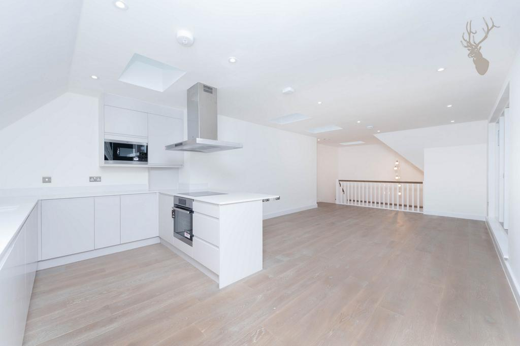 2 Bedrooms Flat for sale in High Street, Epping, CM16