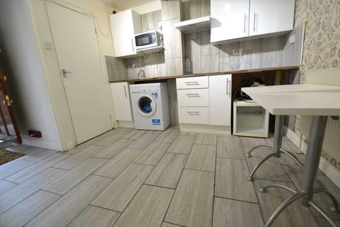 Studio to rent - Boston Road, Hanwell