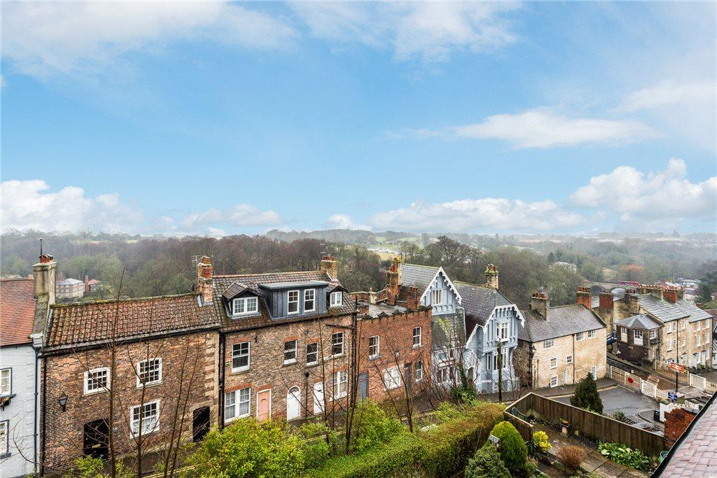 3 Bedrooms Terraced House for sale in Kirkgate, Knaresborough, North Yorkshire