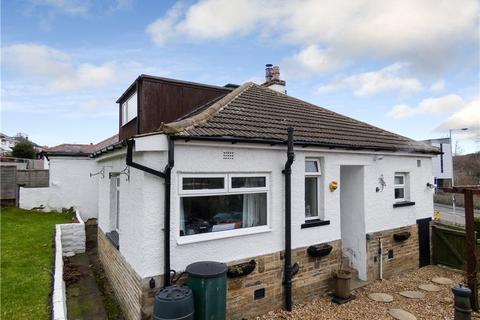 4 bedroom semi-detached house for sale - Woodcot Avenue, Baildon, West Yorkshire