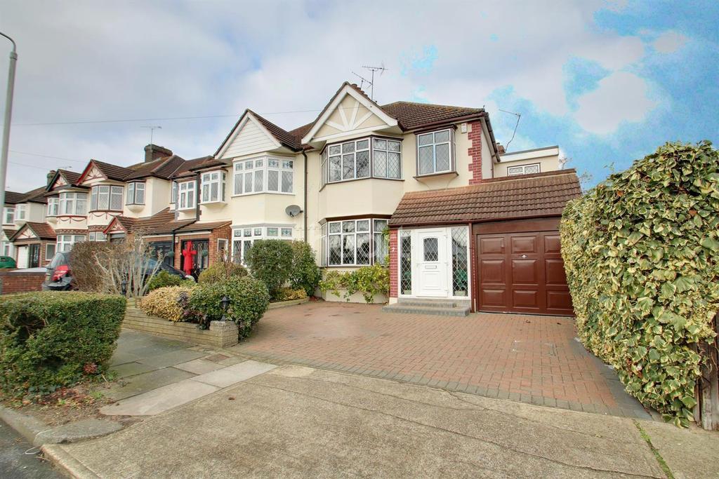 4 Bedrooms Semi Detached House for sale in Roslyn Gradens, Gidea Park