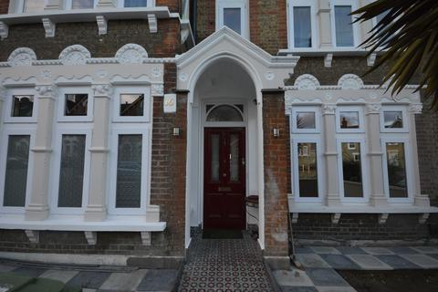 1 bedroom house share to rent - Shell Road London SE13