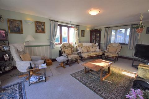 4 bedroom detached bungalow for sale - Hook