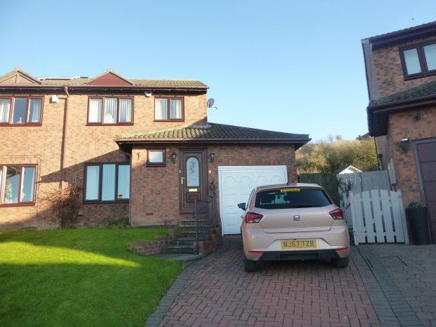 3 Bedrooms Semi Detached House for sale in LYNTON COURT, HOUGHTON LE SPRING, SUNDERLAND SOUTH