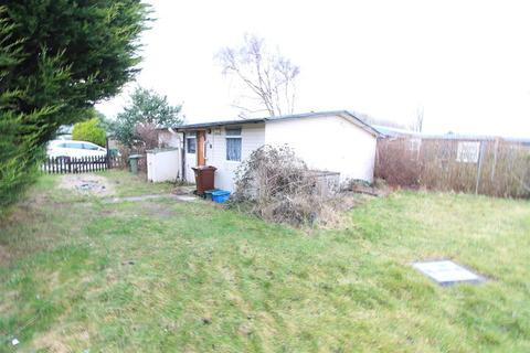 2 bedroom chalet for sale - 153 Main Road, Humberston Fitties, Humberston, Grimsby, DN36 4HD