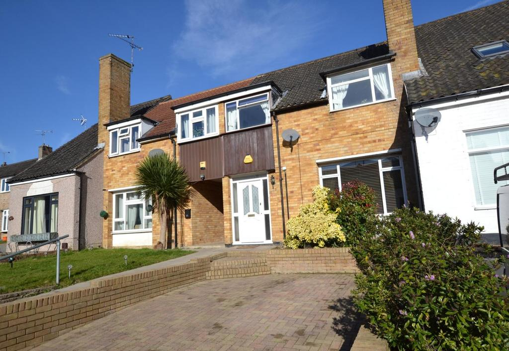 3 Bedrooms Terraced House for sale in Salesbury Drive, Billericay, Essex, CM11