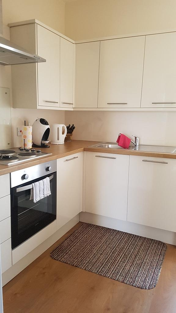 2 Bedrooms Apartment Flat for rent in Flat 3, Bryn Road, Brynmill, Swansea. SA2 0AP