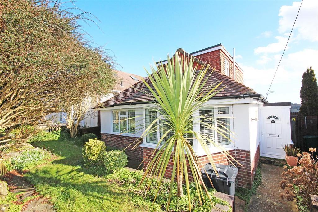 3 Bedrooms Detached Bungalow for sale in Fernwood Rise, Westdene, Brighton