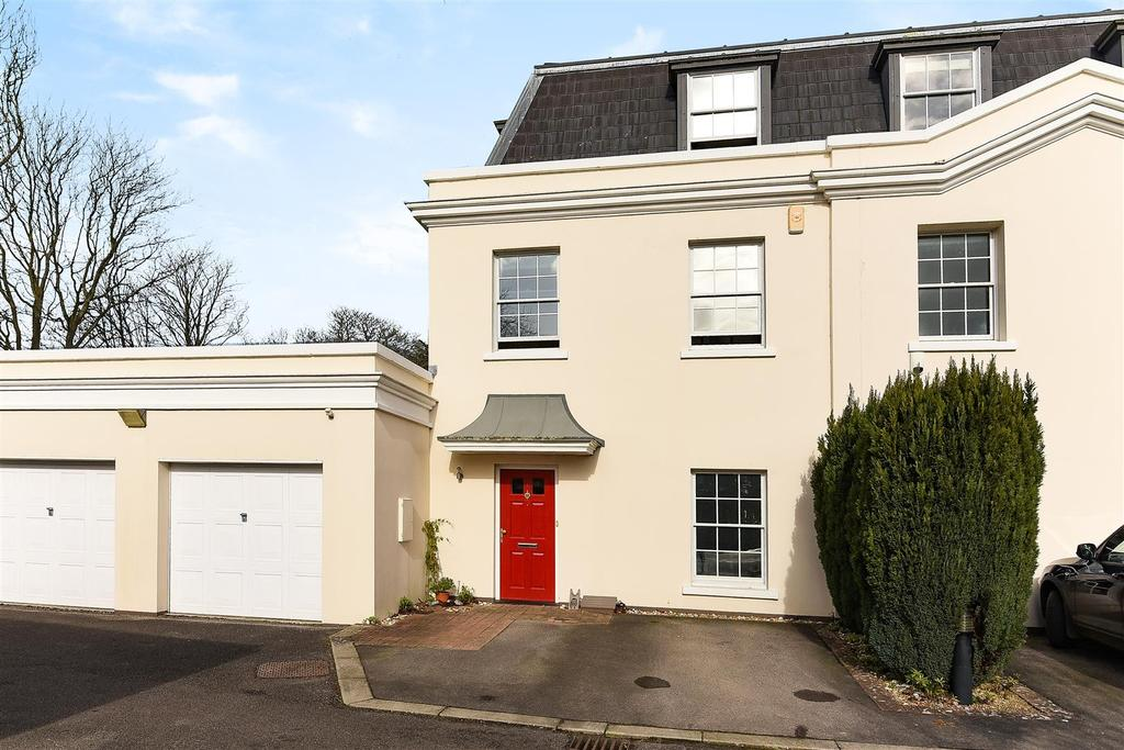 3 Bedrooms End Of Terrace House for sale in Ford Road, Tortington, Arundel
